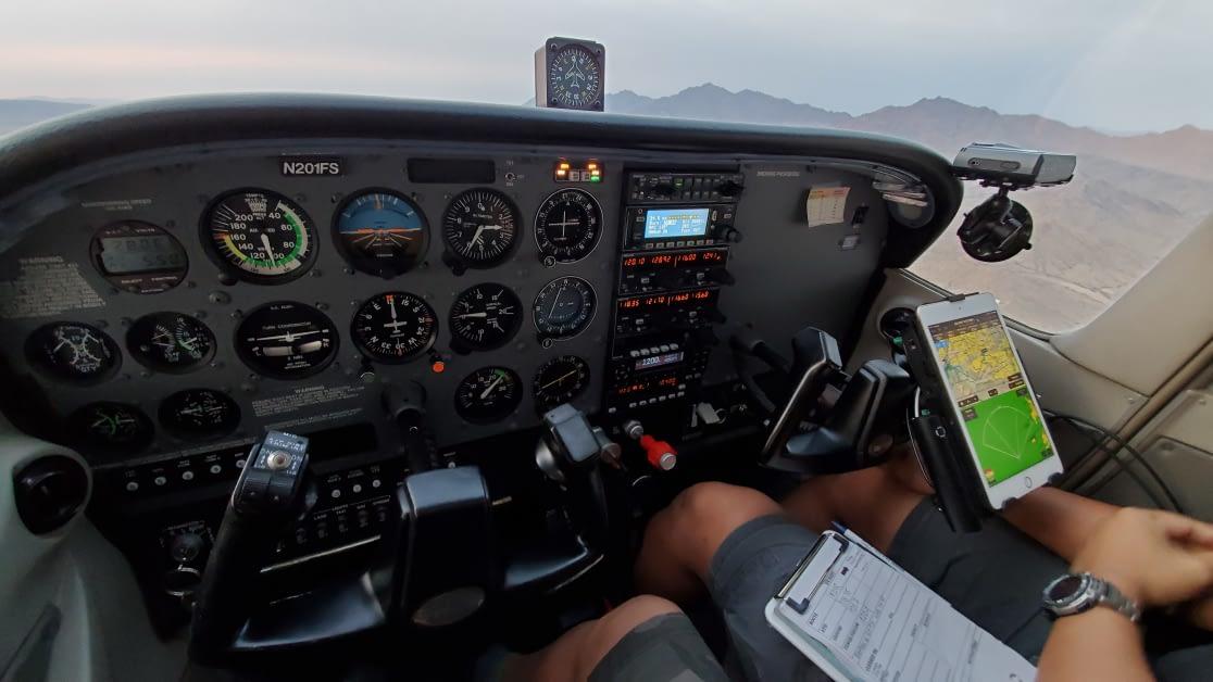 cessna-172-cockpit